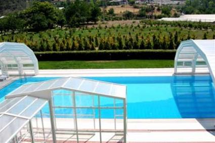 Stoett | Indoor Outdoor Enclosure | freestanding pool cover 73